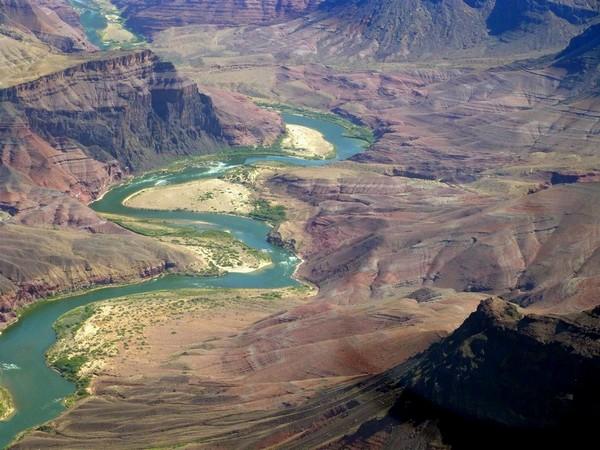 Le Grand Canyon vu d'hélicoptère