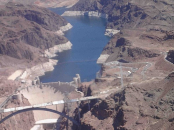 Hoover Dam vu d'hélicoptère
