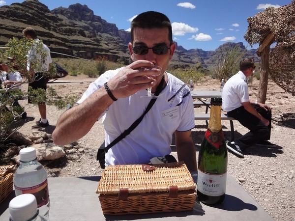 Dégustation champagne californien au fond du Grand Canyon