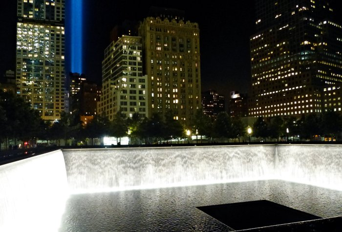 Bassin Memorial 11 septembre de nuit New York