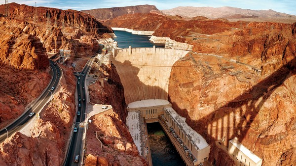 Hoove Dam vue d'hélicoptère