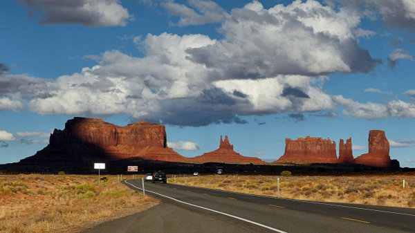 Route US163 en Utah, en direction de Monument Valley