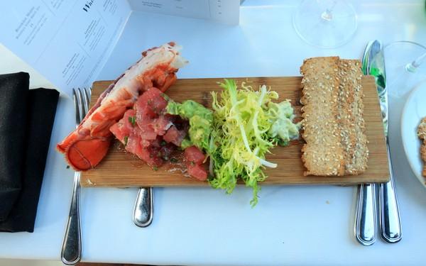Bateaux New York dîner-croisière queue de homard grillé
