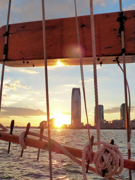 Manhattan au soleil couchant depuis la goélette