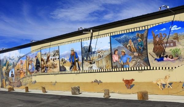 Murals Beverly and Jim Rogers Museum of Lone Pine Film History