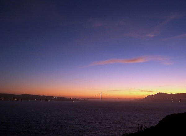 Coucher de soleil sur le Golden Gate Bridge depuis Alcatraz