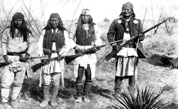 Chef Apache Geronimo et ses guerriers en 1886