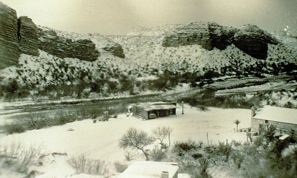 The Hot Springs in the snow (1940)