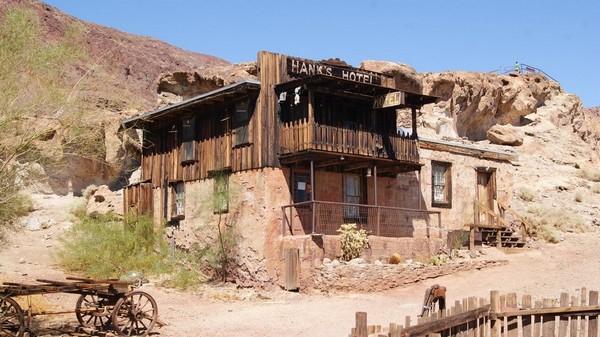Hank's Hotel Calico