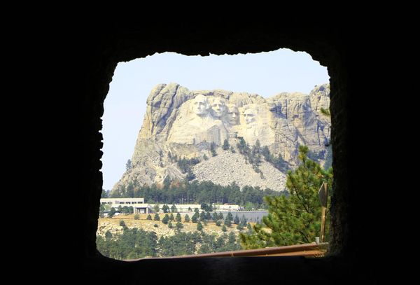 Mount Rushmore depuis tunnel Custer State Park