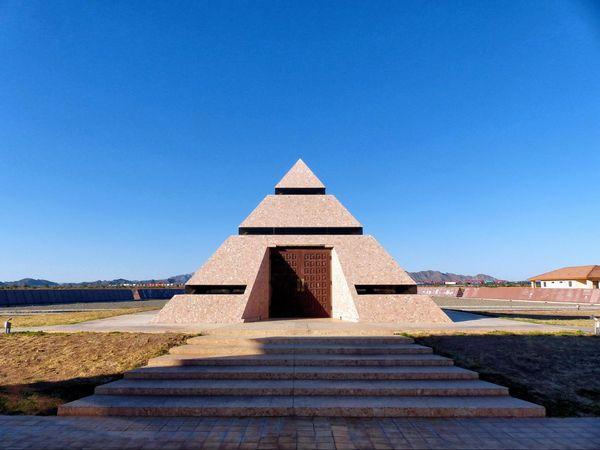 Le centre du monde Pyramide Felicity Californie