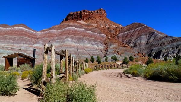 Old Paria Movie Set Grand Staricase-Escalante Utah