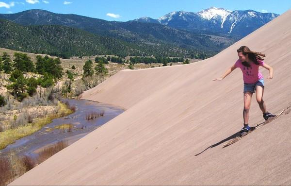 Sandboarding sur les dunes Great Sand Dunes Colorado