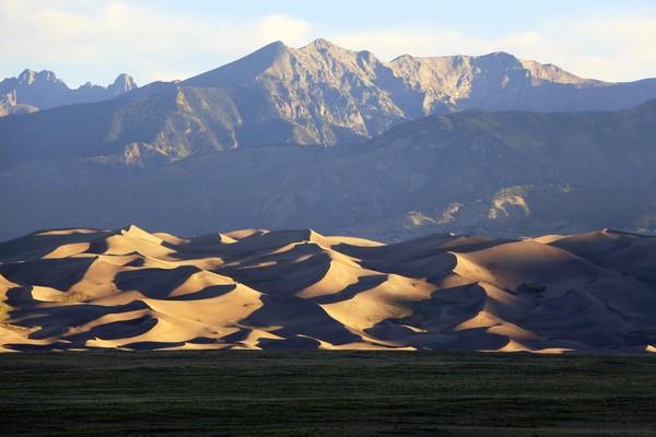 Sunrise sur le champ de dunes depuis le Great Sand Dunes Lodge