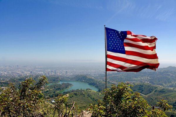 Vue sur le Hollywood Réservoir et Los Angeles