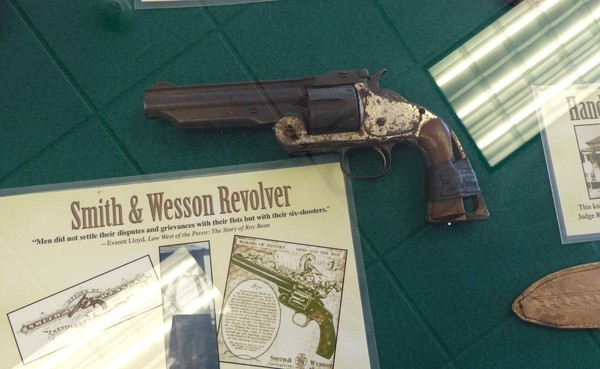 Revolver smith & Wesson Visitor Center Judge Roy Bean Museum Langtry Texas