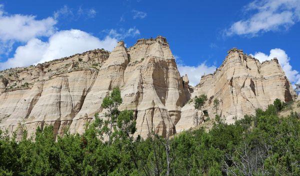 Vue sur les falaises blanches Cave Loop Trail Kasha-Katuwe Tent Rocks