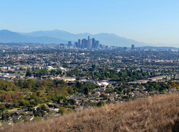 Vue sur Downtown Los Angeles depuis le parc Kenneth Hahn