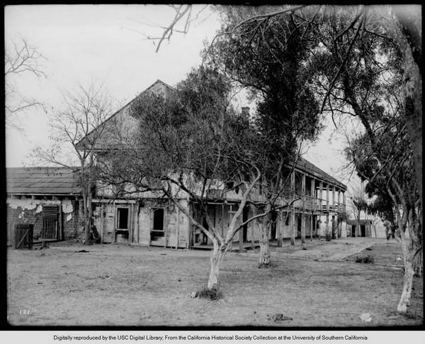 Exterior view of Rancho Los Cerritos ranch house in Long Beach 1900