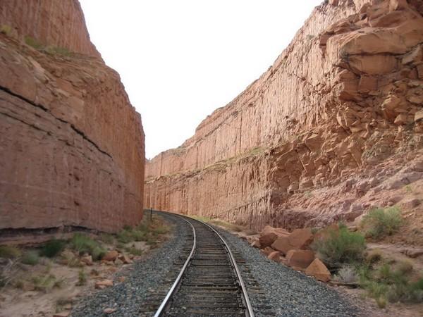 Voie de chemin de fer accès Bow Tie Arch Corona Arch Utah