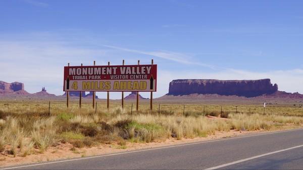 Panneau Monument Valley 4 miles ahead