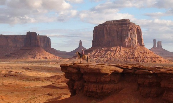 Navajo sur son cheval John Ford Point Monument Valley