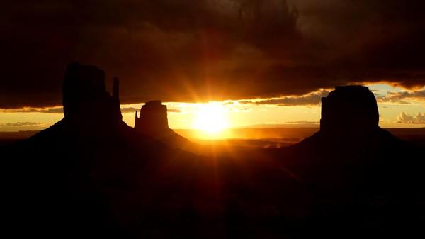 Aurore sur Monument Valley