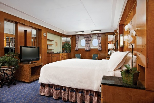 Deluxe King Room Queen Mary