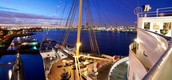 Sur le Queen Mary de nuit