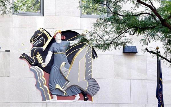 Le Progrès Rockefeller Center New York