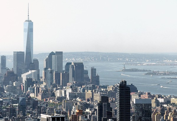 One World Trade Center, Liberty Island et Ellis Island vus depuis le Top of the Rock