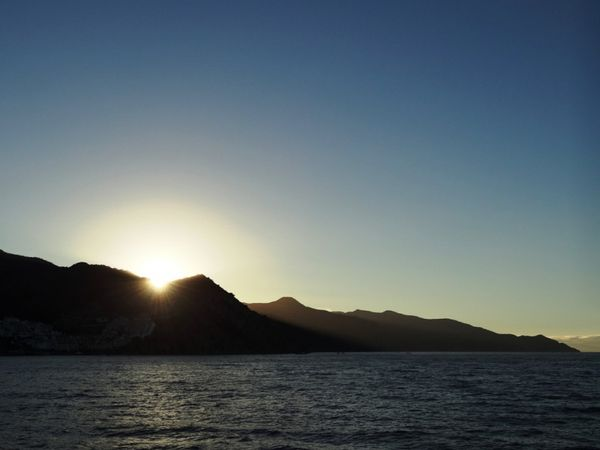 Crépuscule sur Avalon depuis le ferry