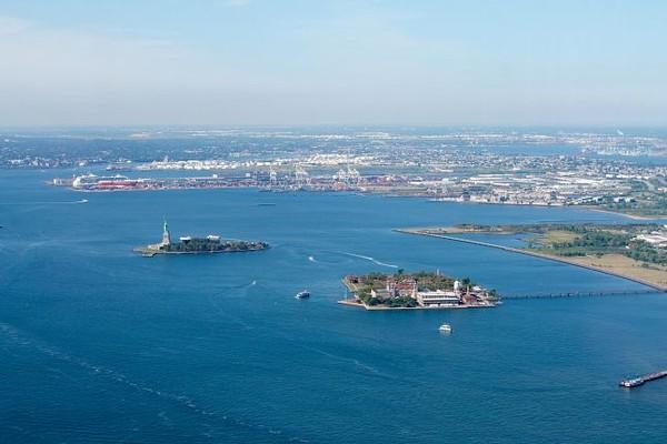 Liberty Island & Ellis Island vues depuis l'observatoire du One Word Trade Center