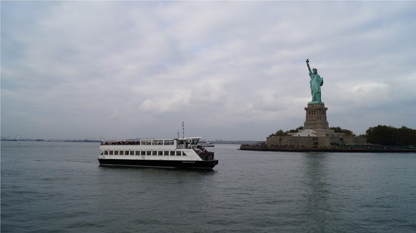 Ferry à l'approche de Liberty Island
