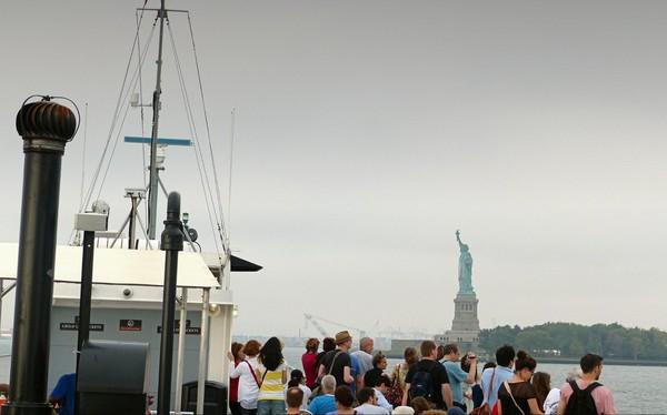 A bord du premier ferry de la journée pour visiter la Statue de la Liberté