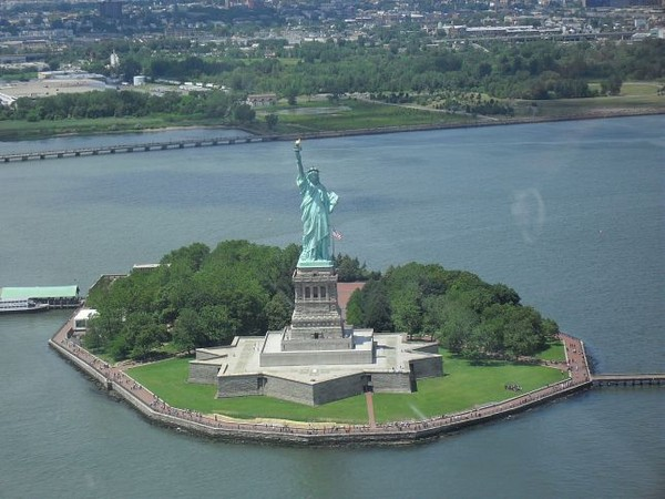 Liberty Island vue d'hélicoptère