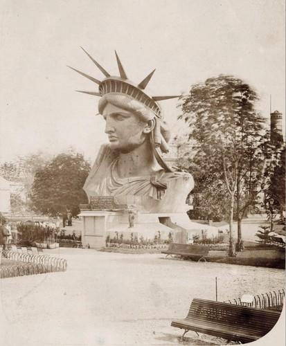 La tête de la Statue de la Liberté présentée à l'exposition universelle de Paris en 1878