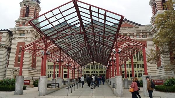 Entrée du Musée national de l'immigration Ellis Island New York USA