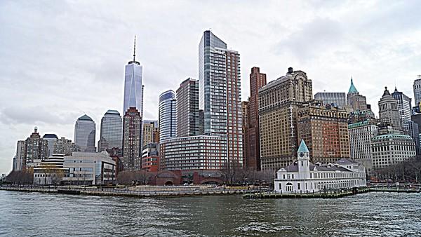 Vue sur Manhattan depuis le ferry de Liberty Island
