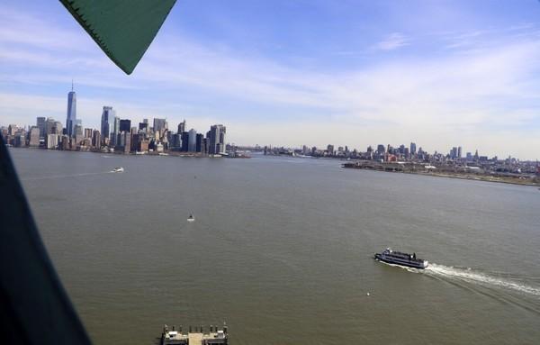 Vue sur Manhattan depuis la couronne de la Statue de la Liberté