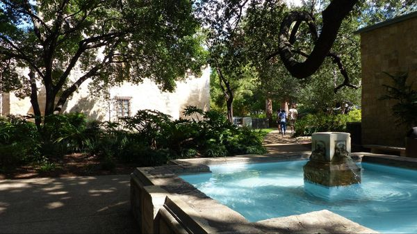 Jardins et fontaine The Alamo San Antonio