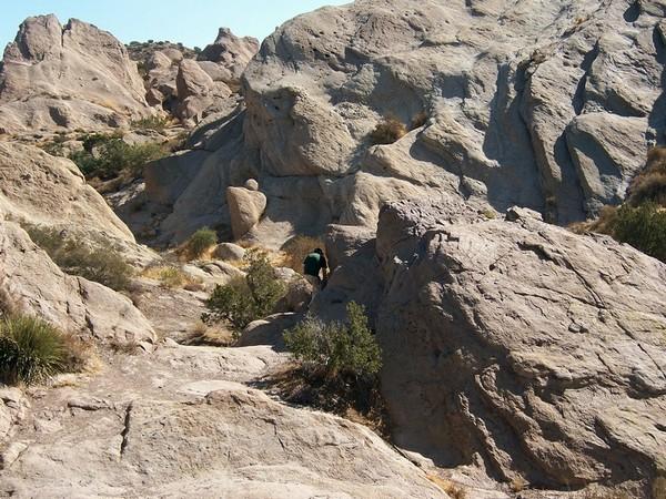Cache-cache dans les rochers, sur les traces de Tiburcio Vásquez