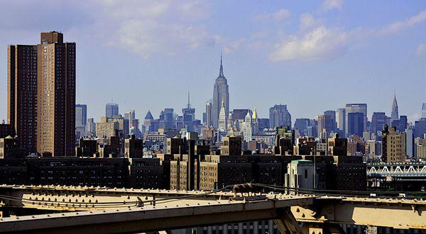 La skyline de New York depuis le Brooklyn Bridge