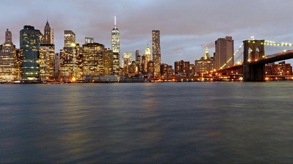 Skyline Brooklyn Bridge au sunset New York