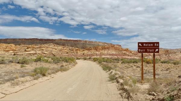 Jonction entre le Burr Trail et la Notom Road Utah