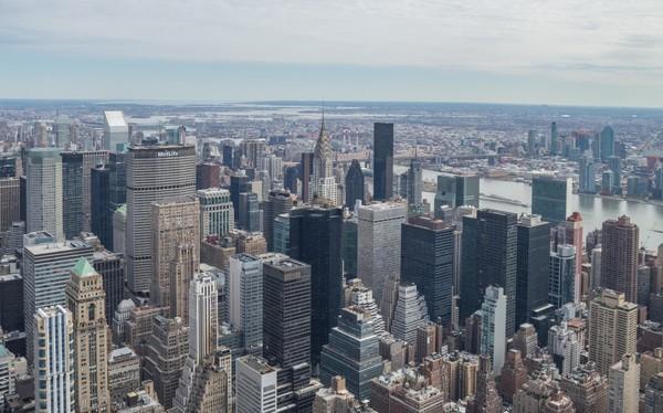 Vue en direction du nord et de l'Hudson River depuis la terrasse extérieure de l'Empire State Building