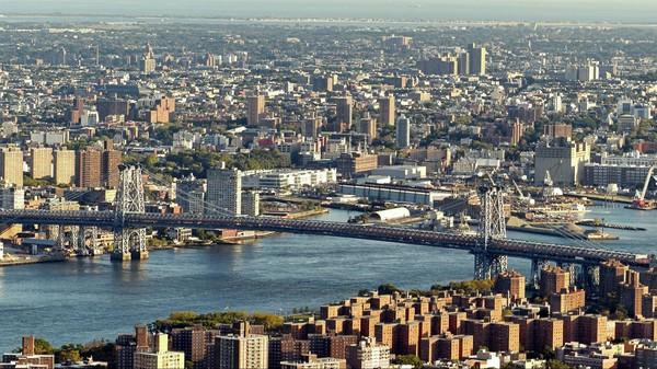 Vue sur le Pont de Williamsburg depuis la terrasse de l'Empire State Building