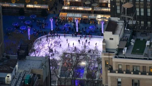 Patinoir de Bryant Park en décembre vue depuis la terrasse de l'Empire State Building