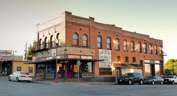 Bâtiment victorien en briques rouges Main Street Stockyards Fort Worth Texas
