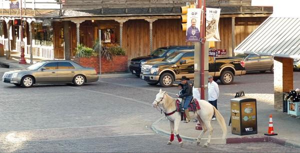 Balade à cheval sur Main Street Stockyards Fort Worth Texas